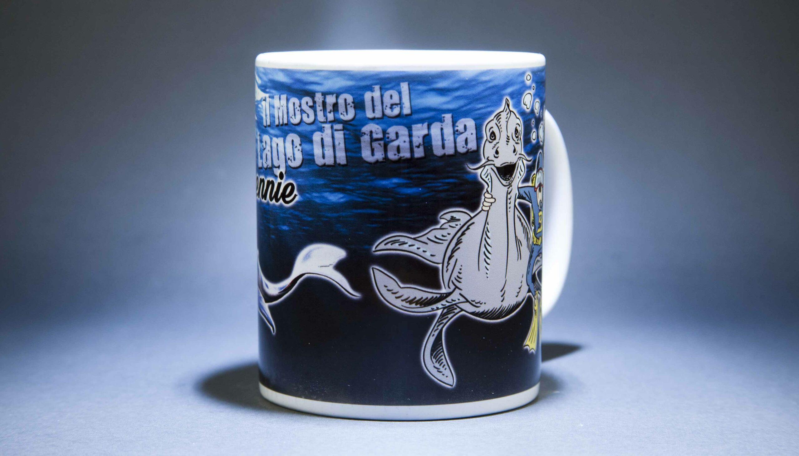 Tazza bennie il mostro del lago di Garda and friend Bthemonster.com