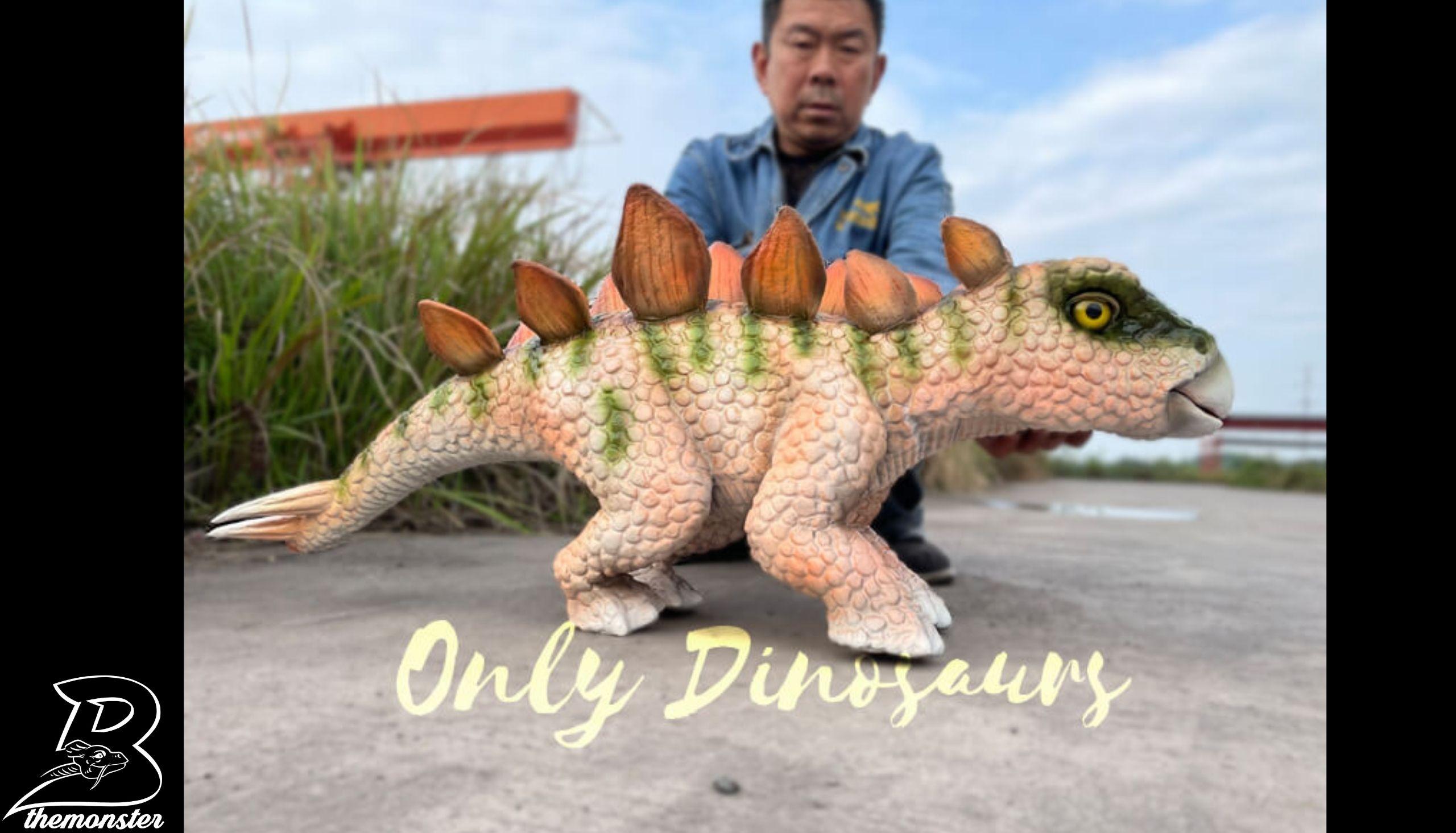 Adorable Baby Stegosaurus Dino Hand Puppet in vendita sul Bthemonster.com