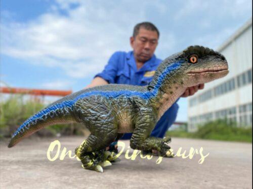 Adorable Jurassic Park Dino Raptor Hand Puppet in vendita sul Bthemonster.com