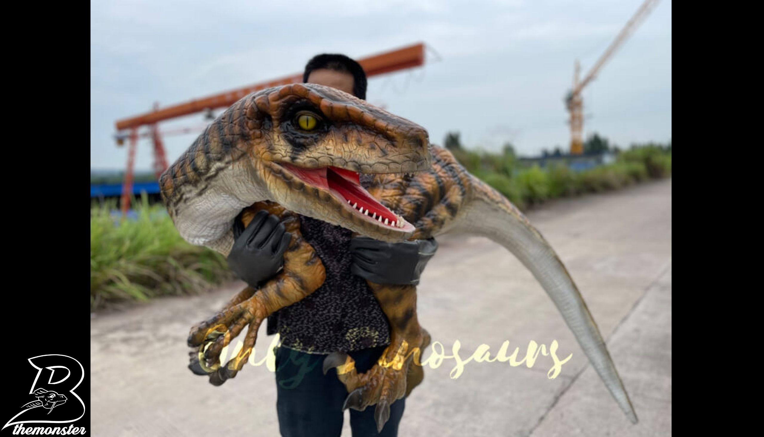 Realistic False Arm Raptor Shoulder Puppet in vendita sul Bthemonster.com
