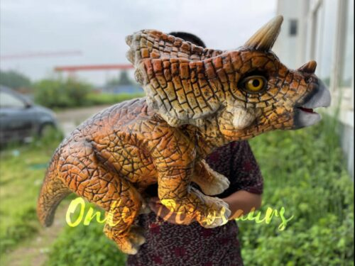 Vivid Baby Triceratops Dino Hand Puppet in vendita sul Bthemonster.com