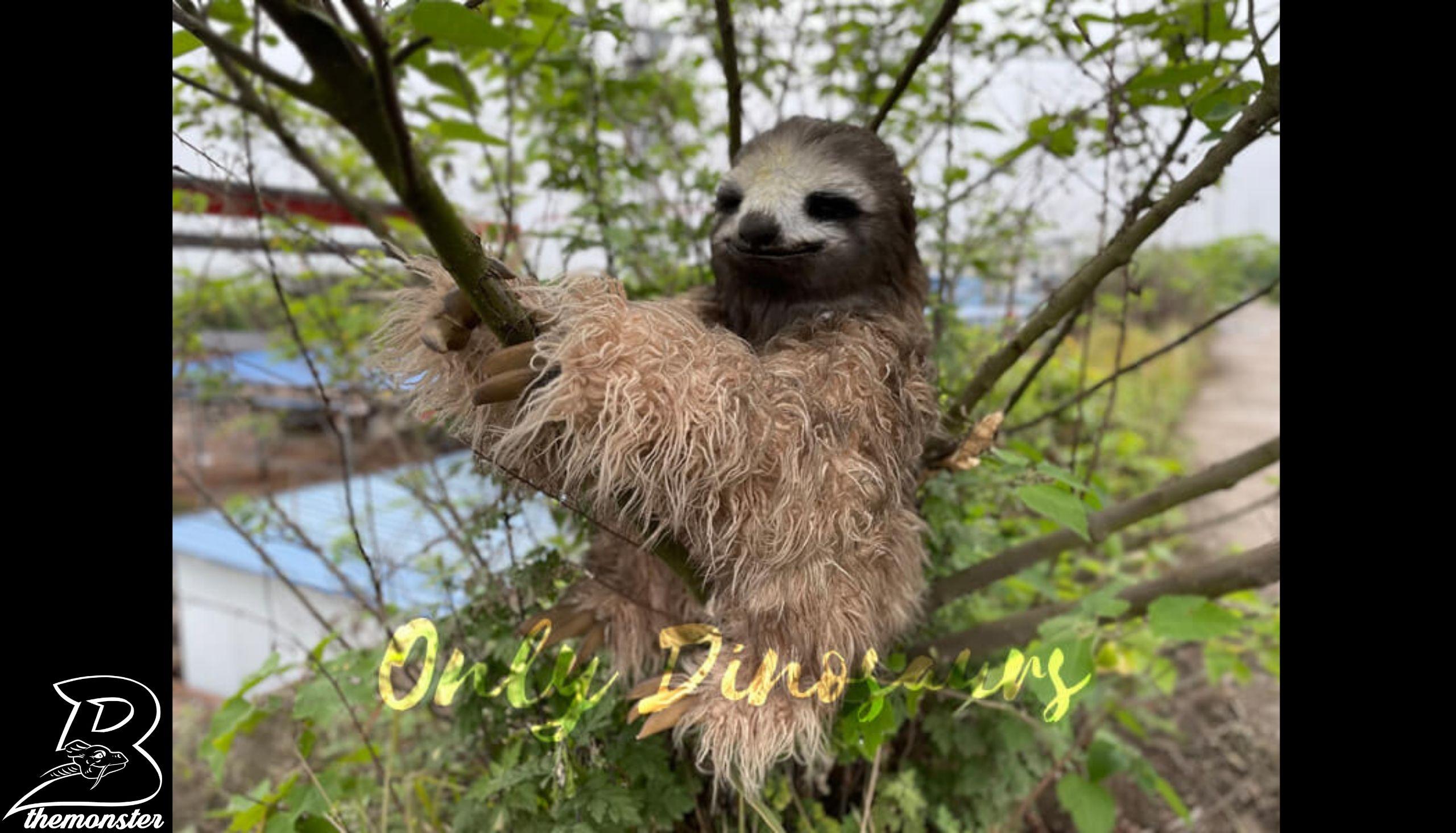 Realistic Sloth Animal Hand Puppet in vendita sul Bthemonster.com